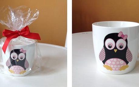 Hrníček tučňák v dárkovém balení je potěšením nejen pro malé děti.