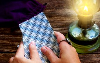 Výklad tarotových karet na 60 až 90 minut nebo tarotový horoskop na rok 2017