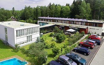 Lázeňský pobyt s polopenzí, procedurami a neomezeným vstupem do vyhřívaného bazénu v sanatoriu Dr. Petáka