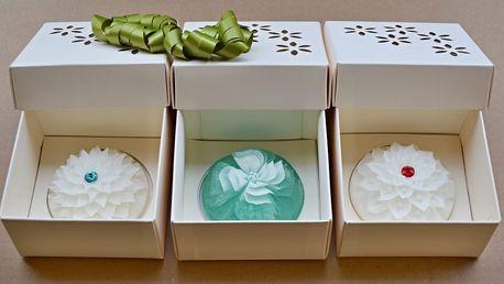 Luxusní mýdla ve tvaru květin s krystalem Swarovski, na výběr různé dárkové sady po 3 ks