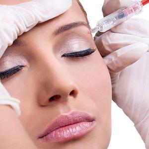 Kyselina hyaluronová injekčně přímo do vrásek. Okamžité účinky a vyhlazení pokožky v Praze