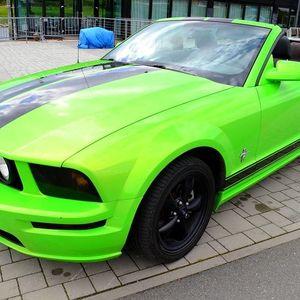 Zapůjčení vozu na 1 den: Ford Mustang 2011 či Cabrio nebo Hummer H3