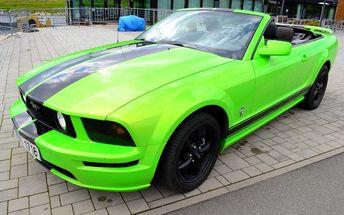 Zapůjčení vozu na 1 den: Ford Mustang 2011 či Cabrio nebo Hummer H3. Luxusní dárek k Vánocům