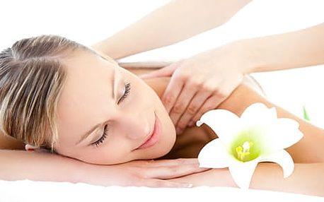 Nechte se hýčkat: Aroma masáž s éterickými olejíčky za exkluzivních 135 Kč!