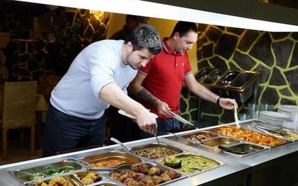 50% sleva na pokrmy z veganského bufetu v restauraci Mr. Hau. Snězte, co se vejde na talíř.3