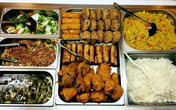50% sleva na pokrmy z veganského bufetu v restauraci Mr. Hau. Snězte, co se vejde na talíř.5