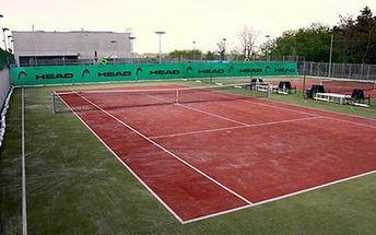 3 tenisové lekce až pro 4 osoby s certifikovaným trenérem za 1 490 Kč