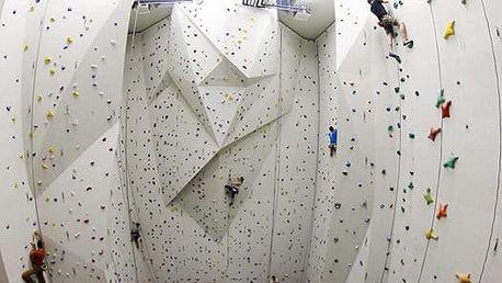3 vstupy na lezeckou stěnu včetně vybavení: sportovní areál Komárov v Brně