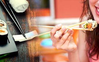 Menu asijských specialit pro 2 osoby, vegetariánské menu nebo speciality s mořskými rybami či velký sushi talíř pro 4 osoby na Žižkově v oblíbené restauraci Pho Lam Ha.