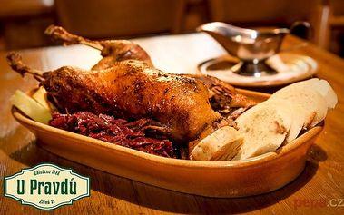 Celá pečená kachna se 3 druhy knedlíků a zelím v Praze