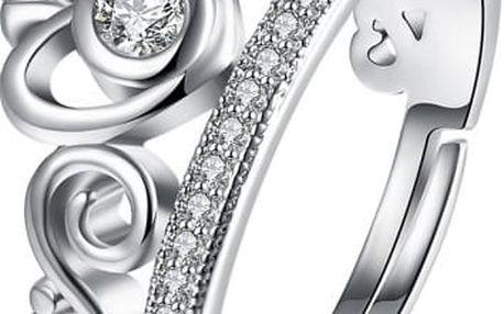 Krásně zdobený prsten ve stříbrné barvě
