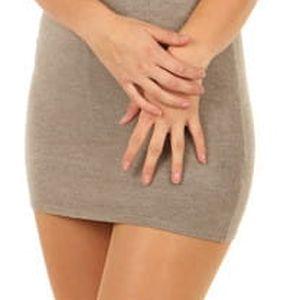 Úpletové mini šaty s průsvitnou vrchní částí hnědá