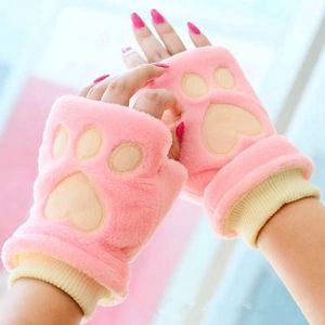 Heboučké rukavice se vzorem tlapek