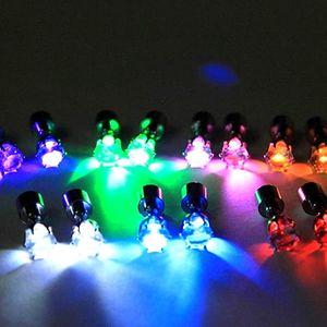 Pár svítících LED náušnic. Jsou výborným doplňkem na párty, večerní procházky apod.