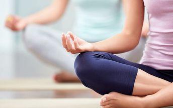 Lekce jógy ve studiu v Karlíně
