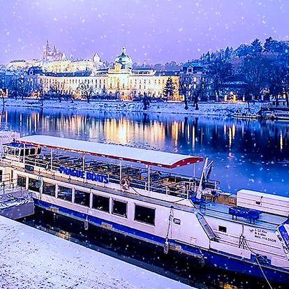 Romantika na lodi: Zimní Praha z hladiny Vltavy
