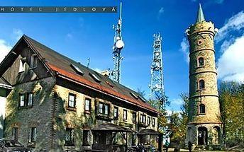 4 dny s polopenzí v Českém Švýcarsku s ubytováním na vrcholku hory Jedlová, termíny od 1. 3. 2016