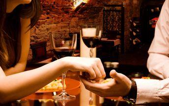 Večeře v rytířské restauraci vč. lahve vína