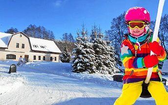 Zimní dovolená v Krkonoších levně! 3 nebo 4 dny s polopenzí a wellness v baby friendly hotelu Vápenka jen 650 m od vleku
