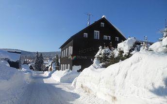 Zimní Harrachov, 4-8 dní pro 1 osobu: polopenze, slevy na wellness a půjčení sport. výbavy