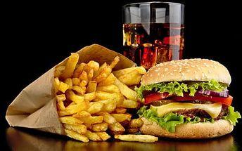Burger jako kráva s hranolkami a colou