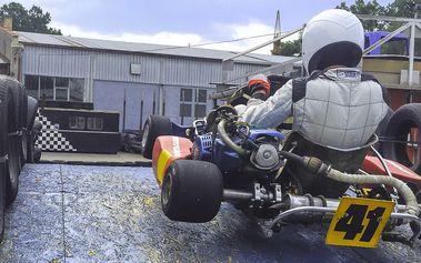 Až 30 minut jízdy v motokáře na perfektní trati