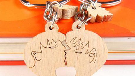 Dřevěný přívěsek ve tvaru srdce - Milenci