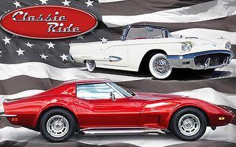 Za volantem legendární Corvette Stingray 1973 nebo kabrioletu Ford Thunderbird 1959