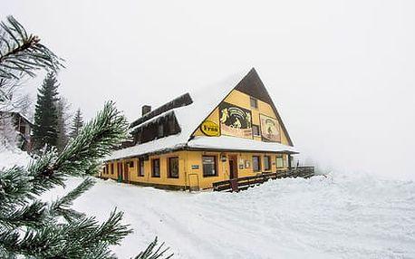 Lyžování v Beskydech s ubytováním na sjezdovce, sauna, bazén a 1 dítě do 10 let zdarma včetně stravy