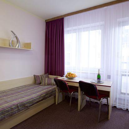 Lázeňské Poděbrady na 3 dny ve dvou. Relaxační pobyt: polopenze, láhev vína, vstup do fitness