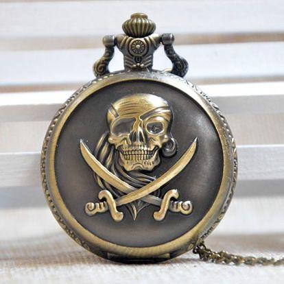 Kapesní hodinky s pirátskou lebkou
