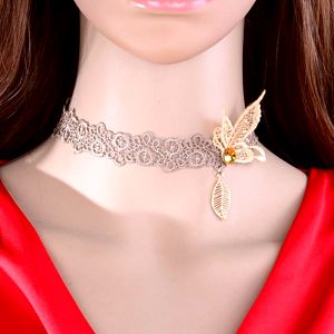 Krajkový náhrdelník s motýlem