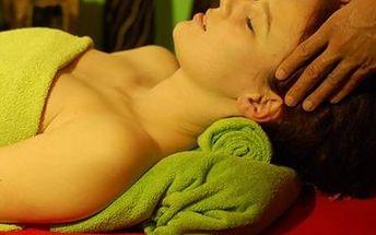 90 minut relaxu pro dva. Partnerská zlatá masáž a rybky Garra Rufa v Thajském ráji.