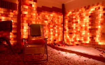 Vstup do solné jeskyně s haloterapií pro dospělé i děti v délce 50 minut v Hostivaři