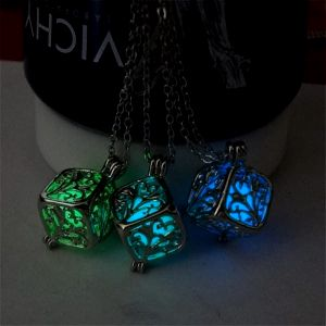 Svítící náhrdelník - kostka s tajemstvím