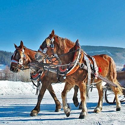 Zimní Beskydy pro rodinu: Děti zdarma i vířivka