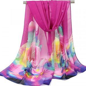 Barevný šátek s květinami