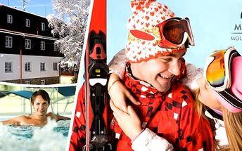 Lyžování a wellness v Beskydech pro 2 osoby na 1 nebo 3 dny v Morávka Mountain resort. Výborné jídlo, celodenní skipas, vstup do vyhřívaného bazénu se slanou vodou, sauna a další speciality. Beskydy vás okouzlí svou pohádkovou krásou.