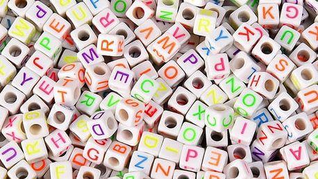 Sada 800 krychlových korálků s písmenky - bílé