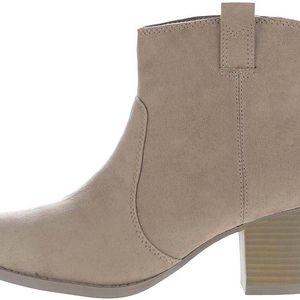 Béžové kotníkové boty v semišové úpravě Dorothy Perkins