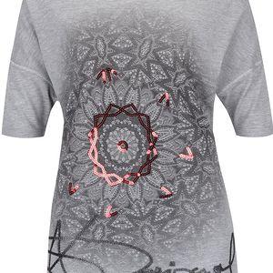 Šedé tričko s nápisem a flitry Desigual Soria