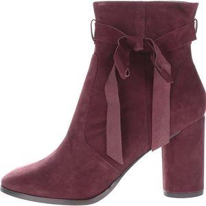 Vínové semišové kotníkové boty na podpatku Miss Selfridge