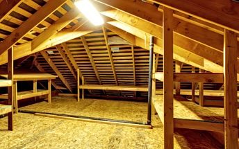 Foukaná izolace. Ušetřete náklady na vytápění a ochraňte vaši střechu proti škůdcům.
