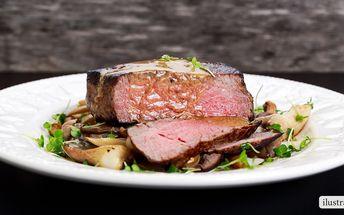 Dva flank steaky s omáčkou a přílohou