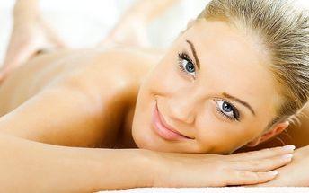 90minutová uvolňující masáž v centru Plzně