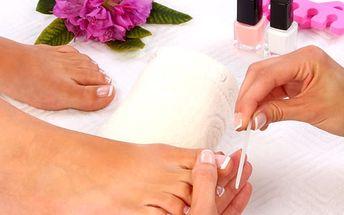 Mediciální přístrojová pedikúra. O váš lehký krok se postarají v pražském salonu Beauty.