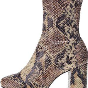 Hnědé kotníkové boty na podpatku s hadím vzorem OJJU