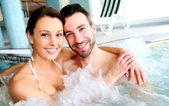 90 minut soukromí: Vířivka, sauna a lahev sektu