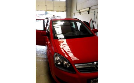 Ruční mytí karoserie, vosk, mytí prahů a kol, lak + možné čištění interiéru, odvoz vozu