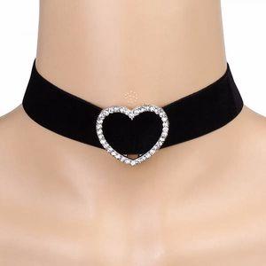 Choker náhrdelník se srdcem